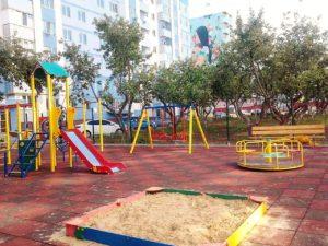 Дитячі майданчики в Садовому
